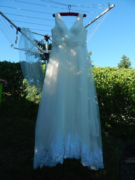 Smetanové svatební šaty, 40