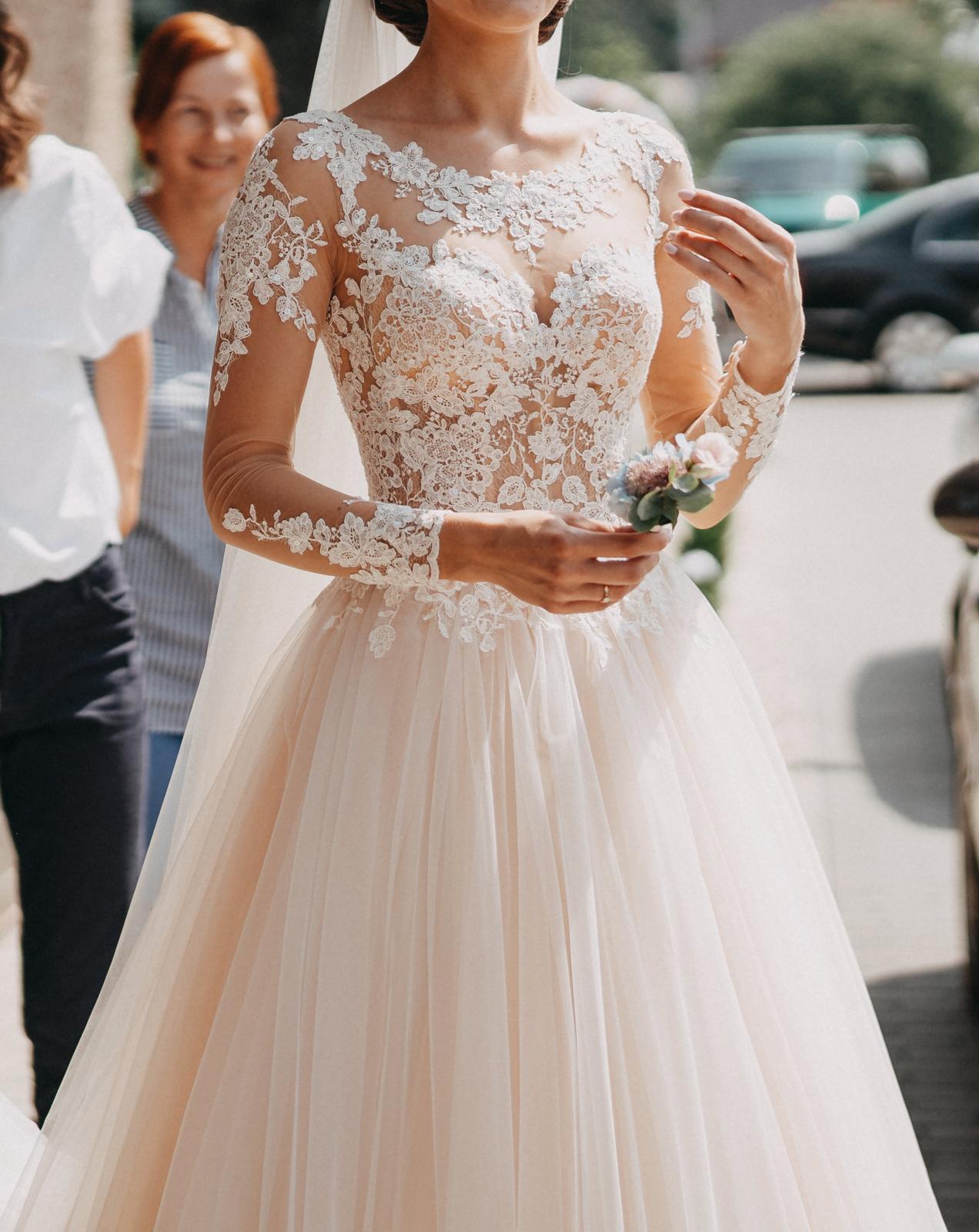 c962fabce3bf Ivory čipkované svadobné šaty s tylovou sukňou