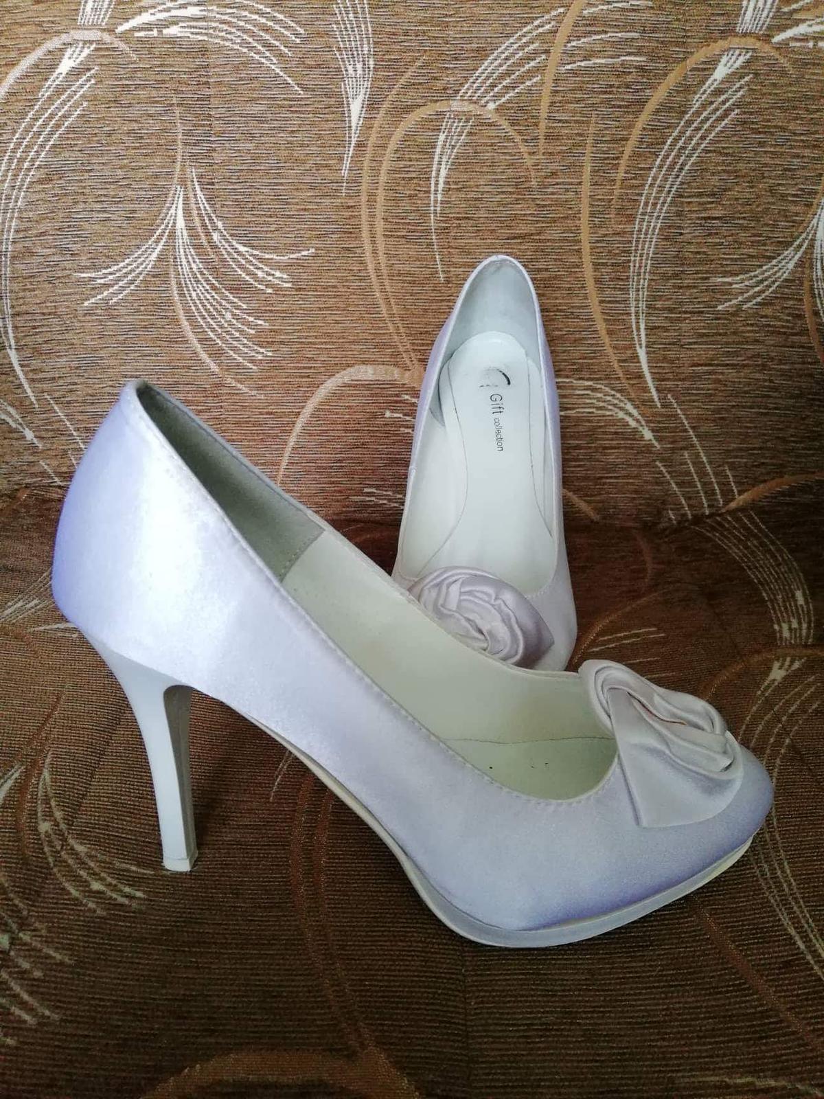 1908113278 Svadobné topánočky