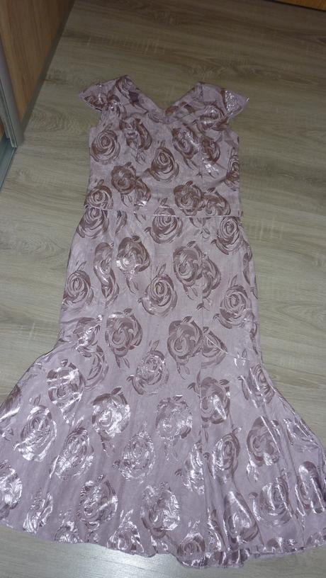 Kostým so sukňou, 40