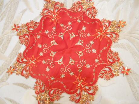 vianočný obrúsok červeno-zlatý,
