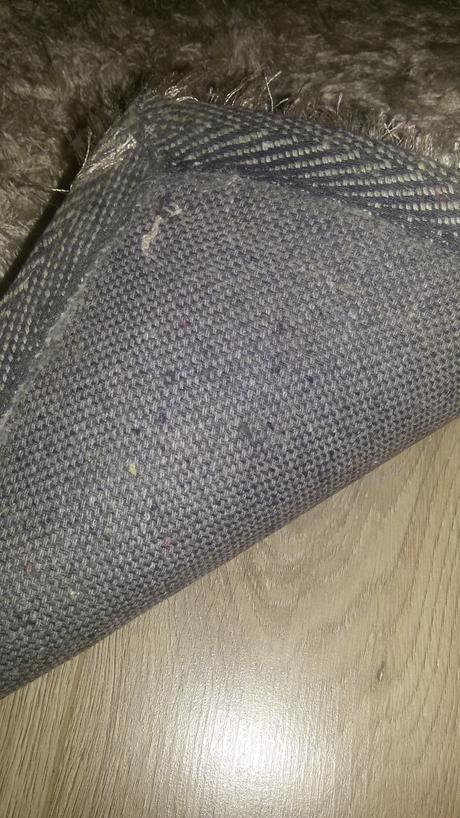koberec vysoky vlas s leskom,
