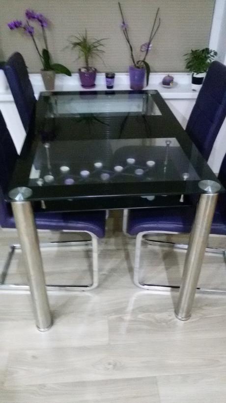Skleneny jedalensky stol ,