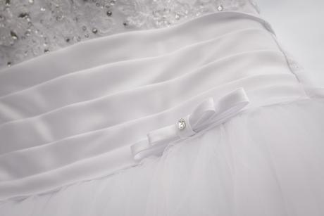Svadobné šaty, bolerko, závoj, kruh, taštička, 36