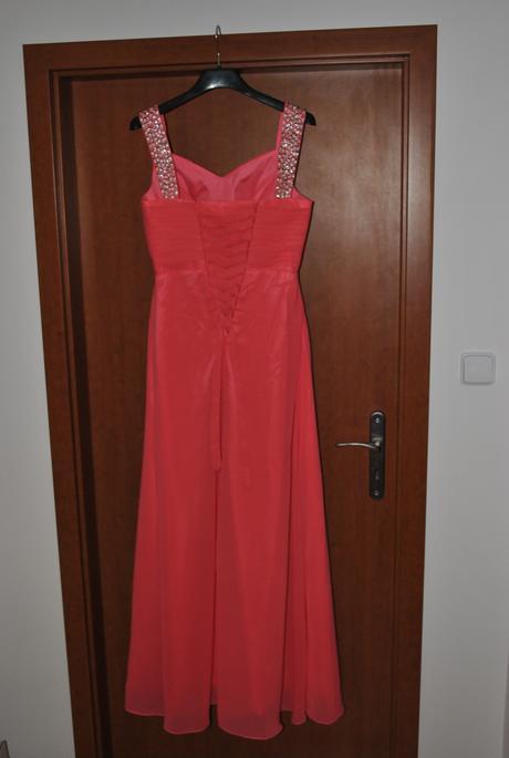 Nepoužité dlhé spoločenské šaty veľkosť, 36