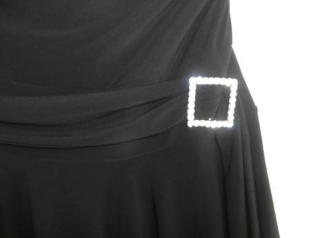 Asymetricke šaty so sponou, 42