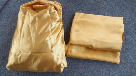 zlata saténová plachta + dve obliecky na vankus,