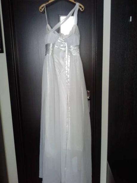 Svadobné šaty, vhodné pre tehulku, 40