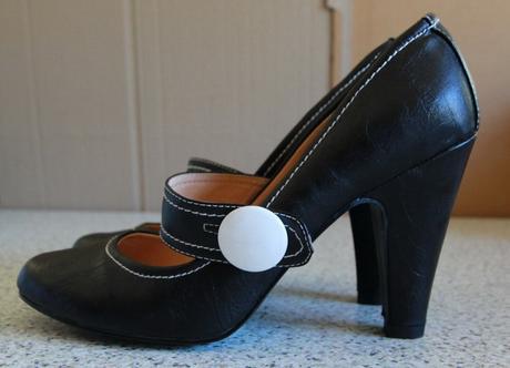 Cerne podpatkove boty, vel. 38, bily knoflik, 38