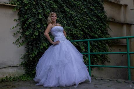 Svatební tylové šaty, 36