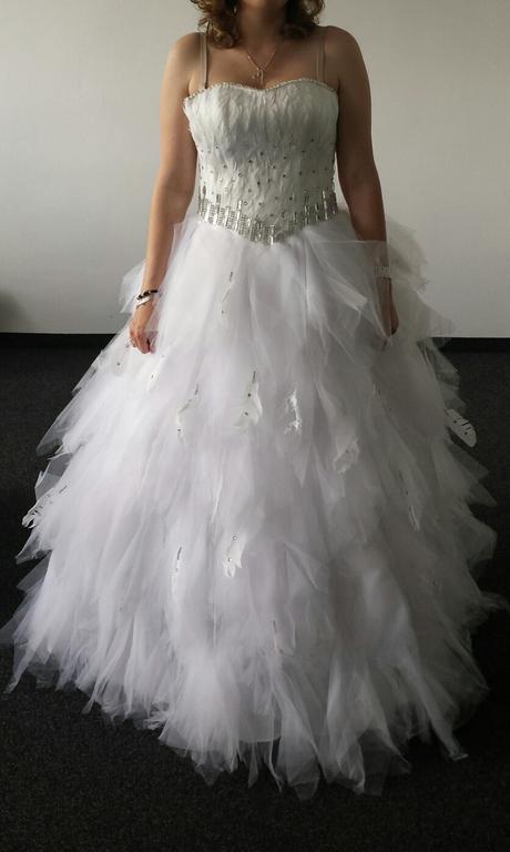 Svatební tylové šaty s peřím, 36