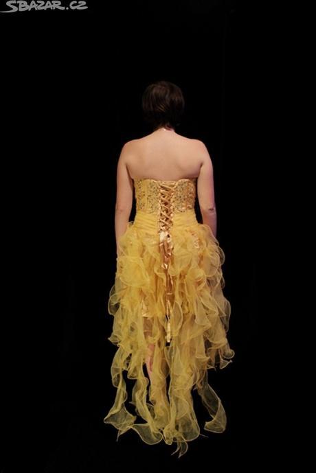 Žluté plesové šaty, 34