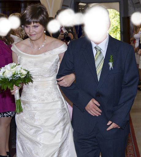 Vyšívané šaty champaigne, 39