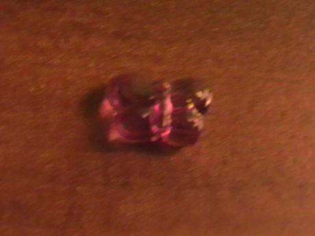 dekoračné motýliky vo fialovej farbe,