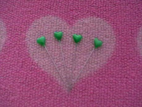 dekoračné špendlíky v tvare srdiečka zelené 100ks,