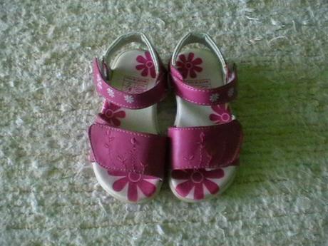ružové sandálky, 22