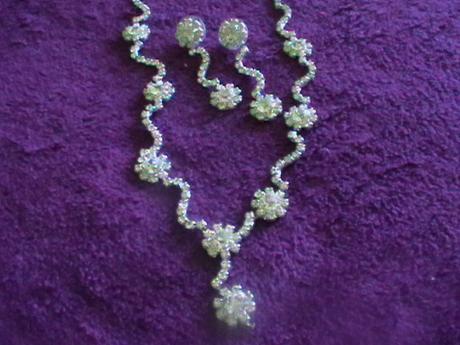 štrásový setík náhrdelník a náušnice s kvietkami,