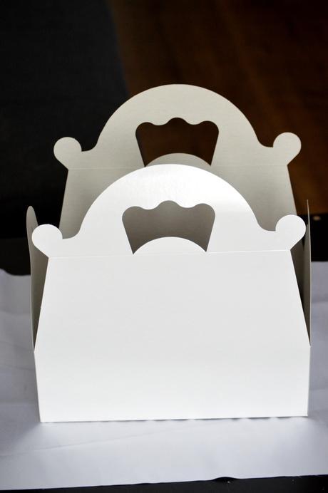 Krabičky na výslužky velké bílé,