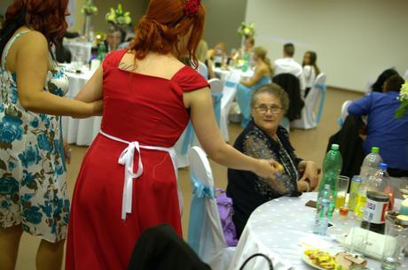 Červené šaty, vhodné na redový tanec, 40