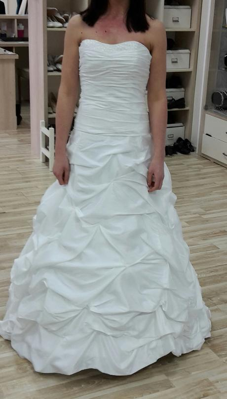 Úchvatné svatební šaty, 36