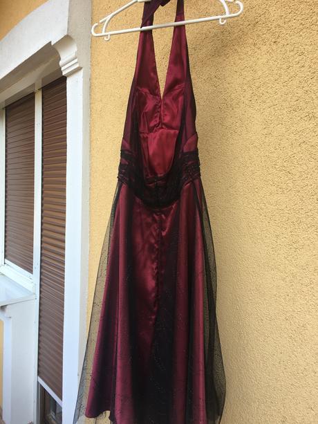 Spoločenské bordové šaty, 34