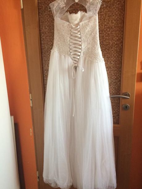 Bílé svatební šaty se spodničkou , 38