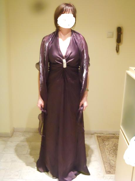 Šaty fialové s brošňou, 42