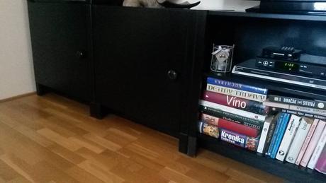 čierny nábytok,