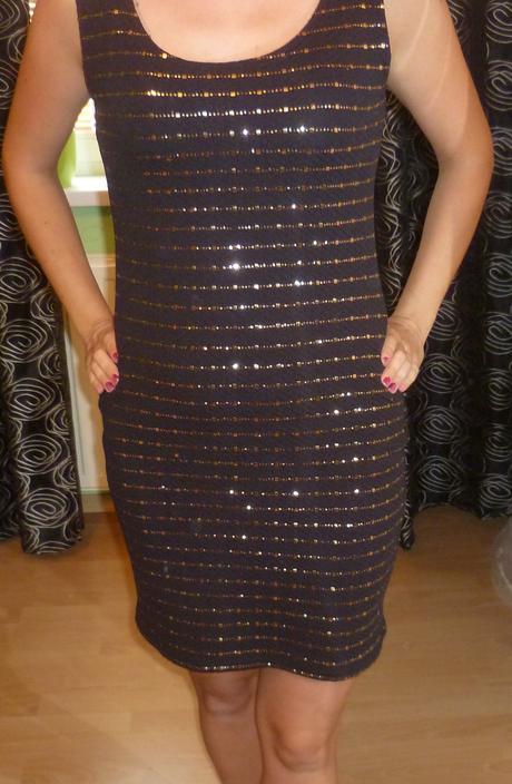 čierne krátke šaty s flitrami, M