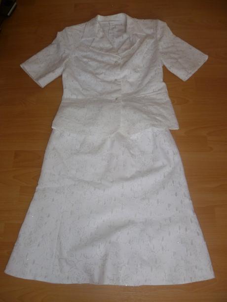 nádherný biely kostým, 40