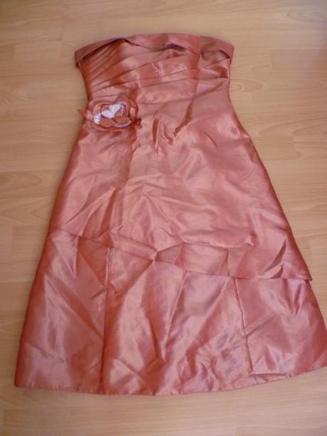 pekné šaty, 36