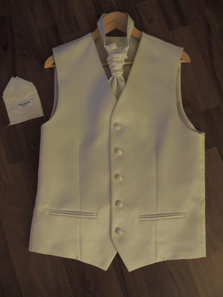 Svadobná vesta s francúzskou kravatou a vreckovkou, 48
