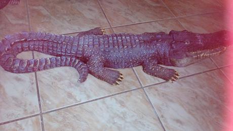 Zahradna dekoracia krokodil,