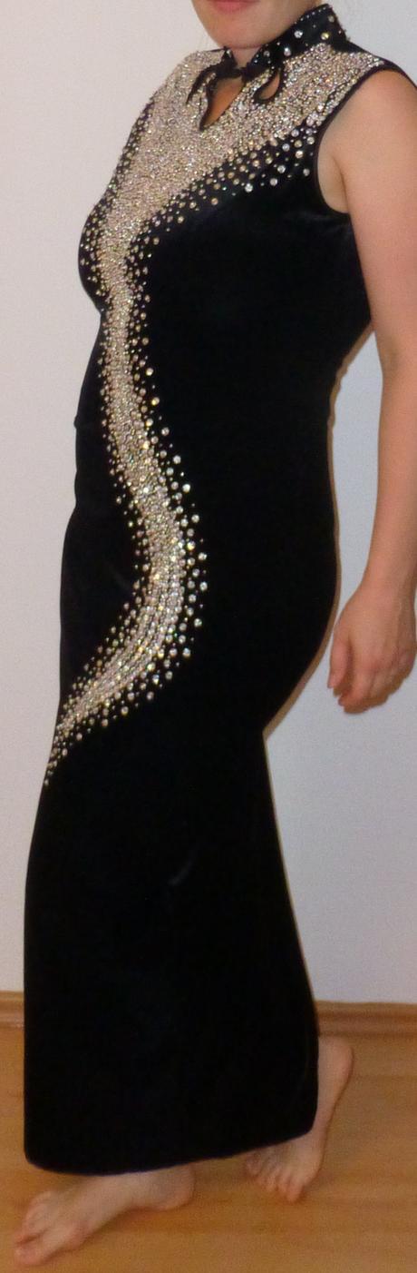 Černé společenské šaty, 36
