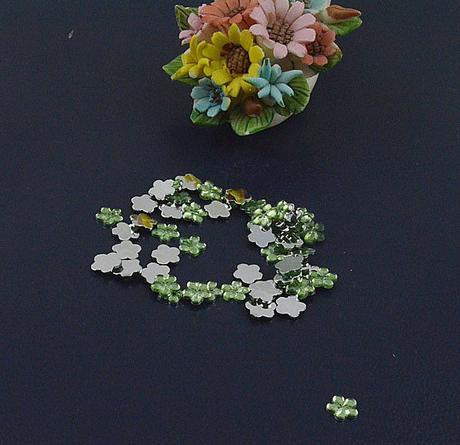 Zelené kytičky - skladem,