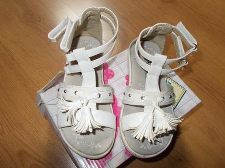 bílé sandálky, 27