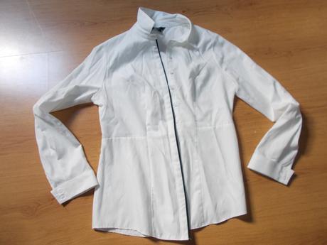 vypasovaná košile s černým lemem, 40