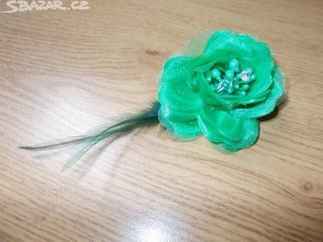 zelená kytička do vlasů,