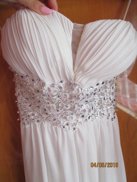 Dlhé biele spoločenské šaty, 38