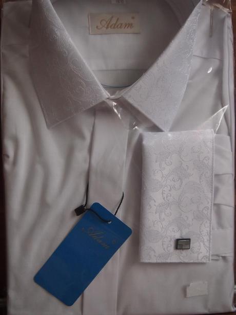 Košeľa, kravata a vreckovka s rovnakým vzorom, 40