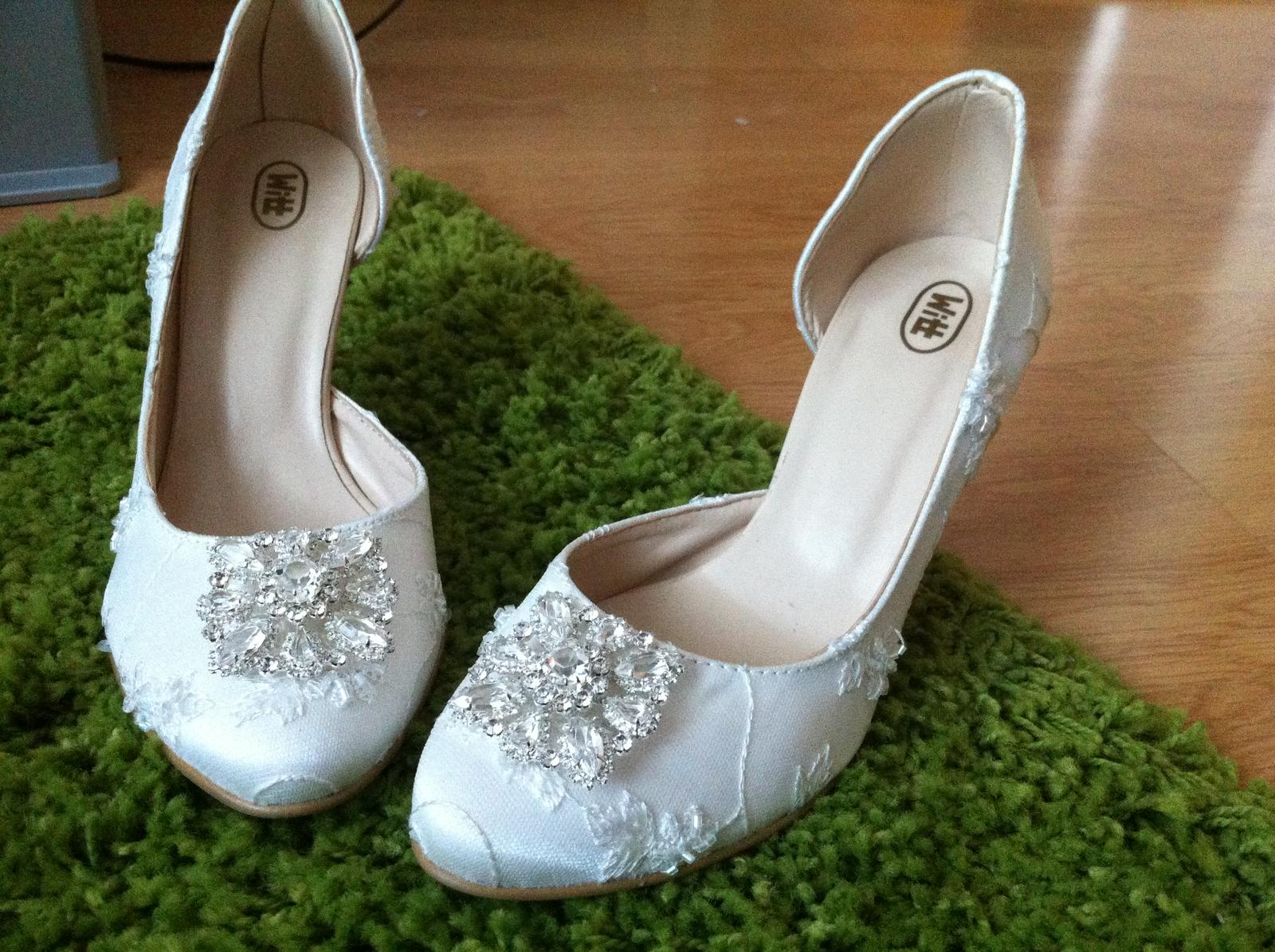 c806e814055c Čipkované svadobné topánky