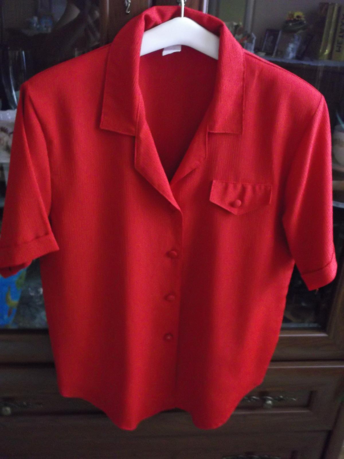 e0168f1a2e1c Dámsky nohavicový kostým + 2 blúzky