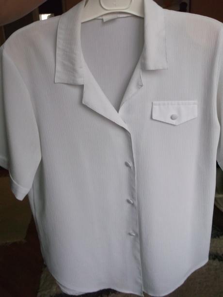 Dámsky nohavicový kostým + 2 blúzky, 44