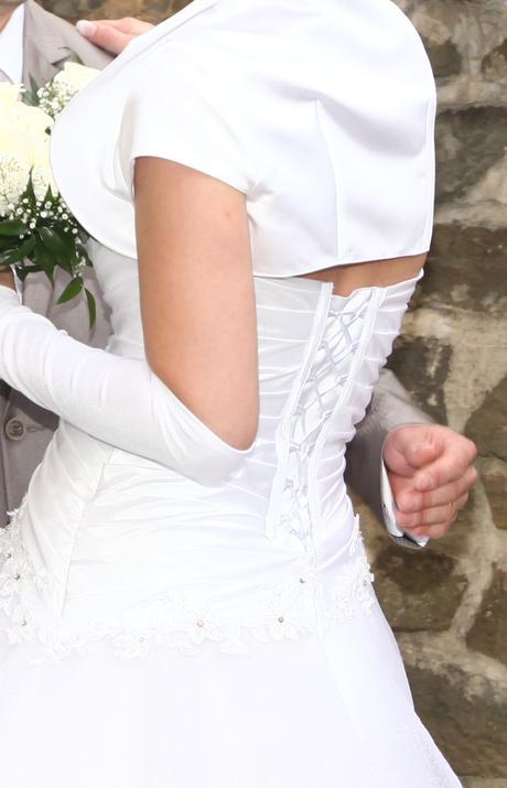 Tylové svadobné šaty s bohatou sukňou, 38