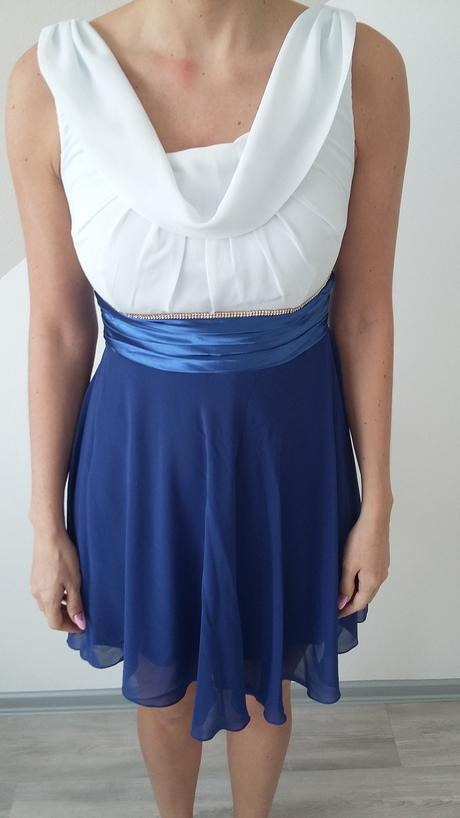 Bielo-modré šaty, 38