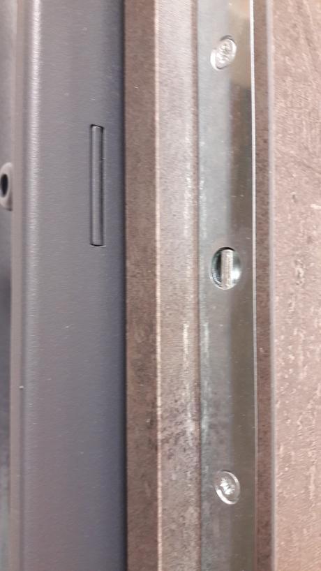 Bytové bezpečnostné vchodové dvere + zárubňa,