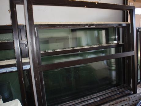 Plastové okno Gealan trojsklo tm. hnědá 1800x1940,