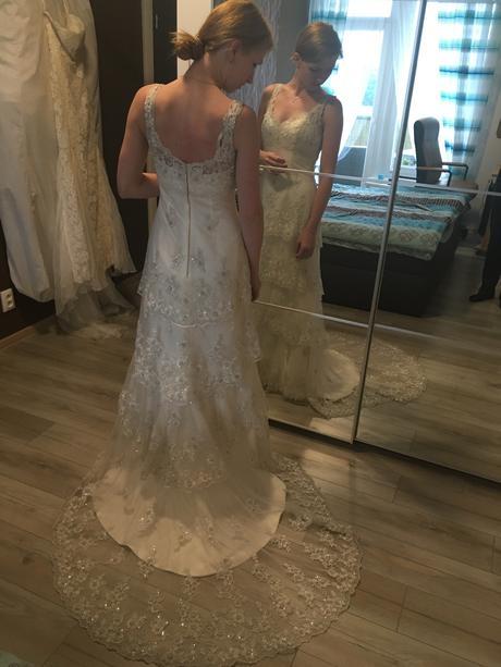 Volánové svatební šaty, 36
