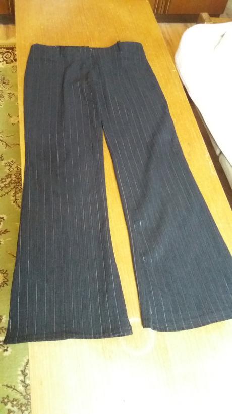 Čierny kostým, 38