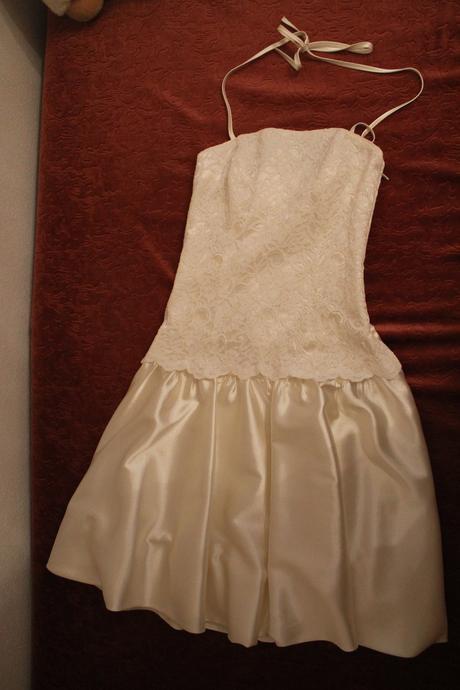 krátké krémové šaty, 38